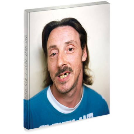 Man Next Door, livre photo signé par Rob Hornstra