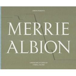 Simon Roberts - Merrie Albion (Dewi Lewis, 2017)